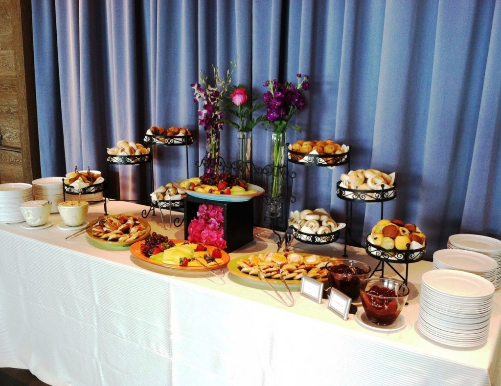 Breakfast pastry and fruit display 2 1024x790 - Stations