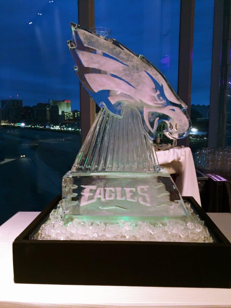 eagles ice sculpture 1 768x1024 - Bar & Cocktails